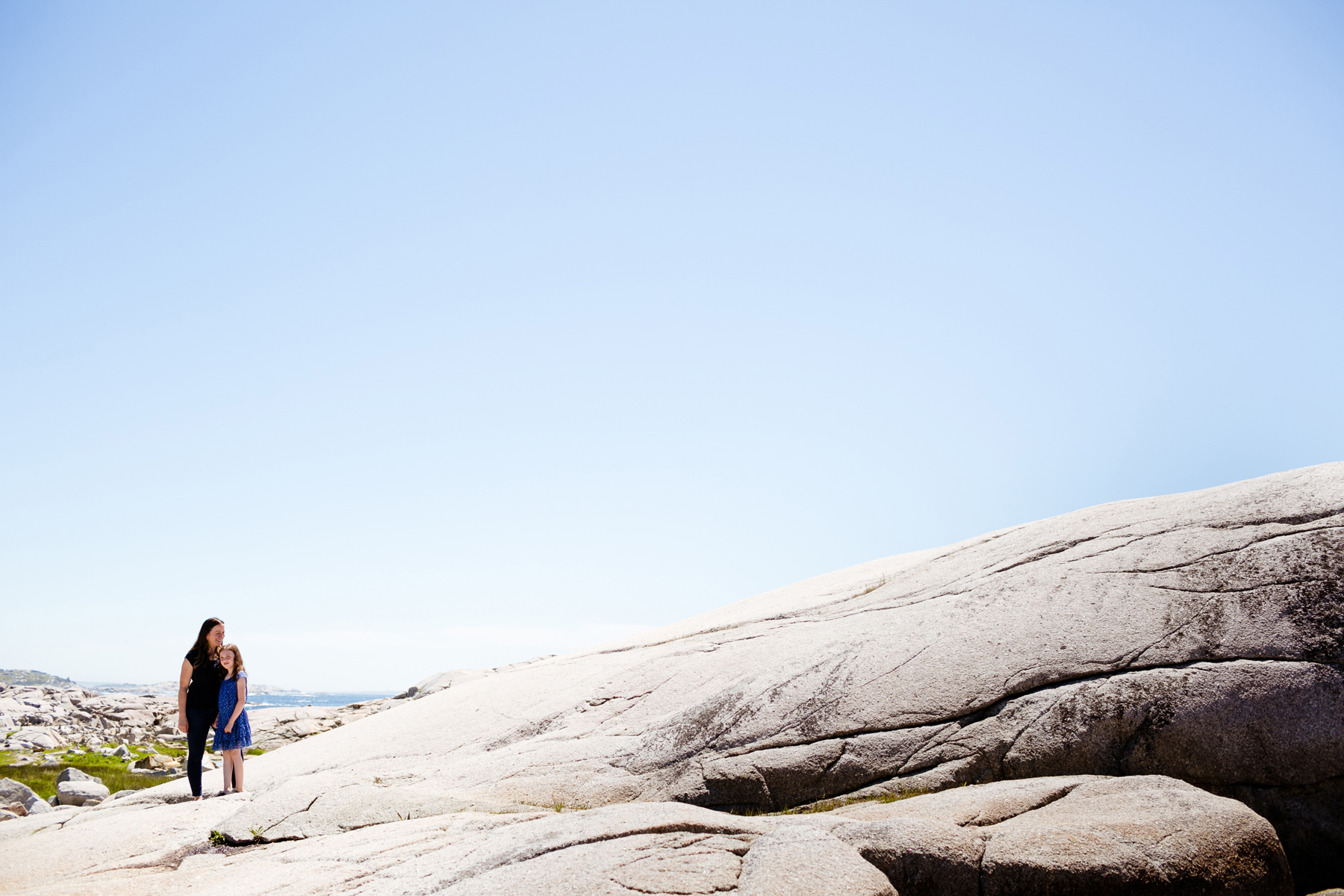 006-peggys-cove-mother-daughter-portraits-kandisebrown